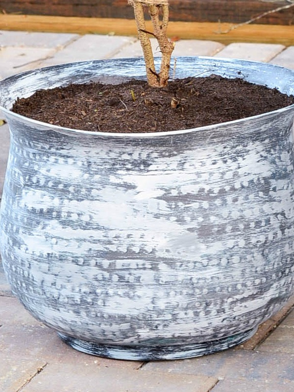 I used a thrift store pot I picked up for a few dollars to create this weathered pot for a DIY topiary
