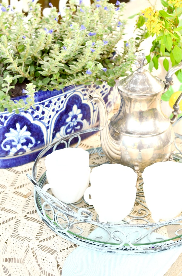 A sweet little coffee service for a garden party