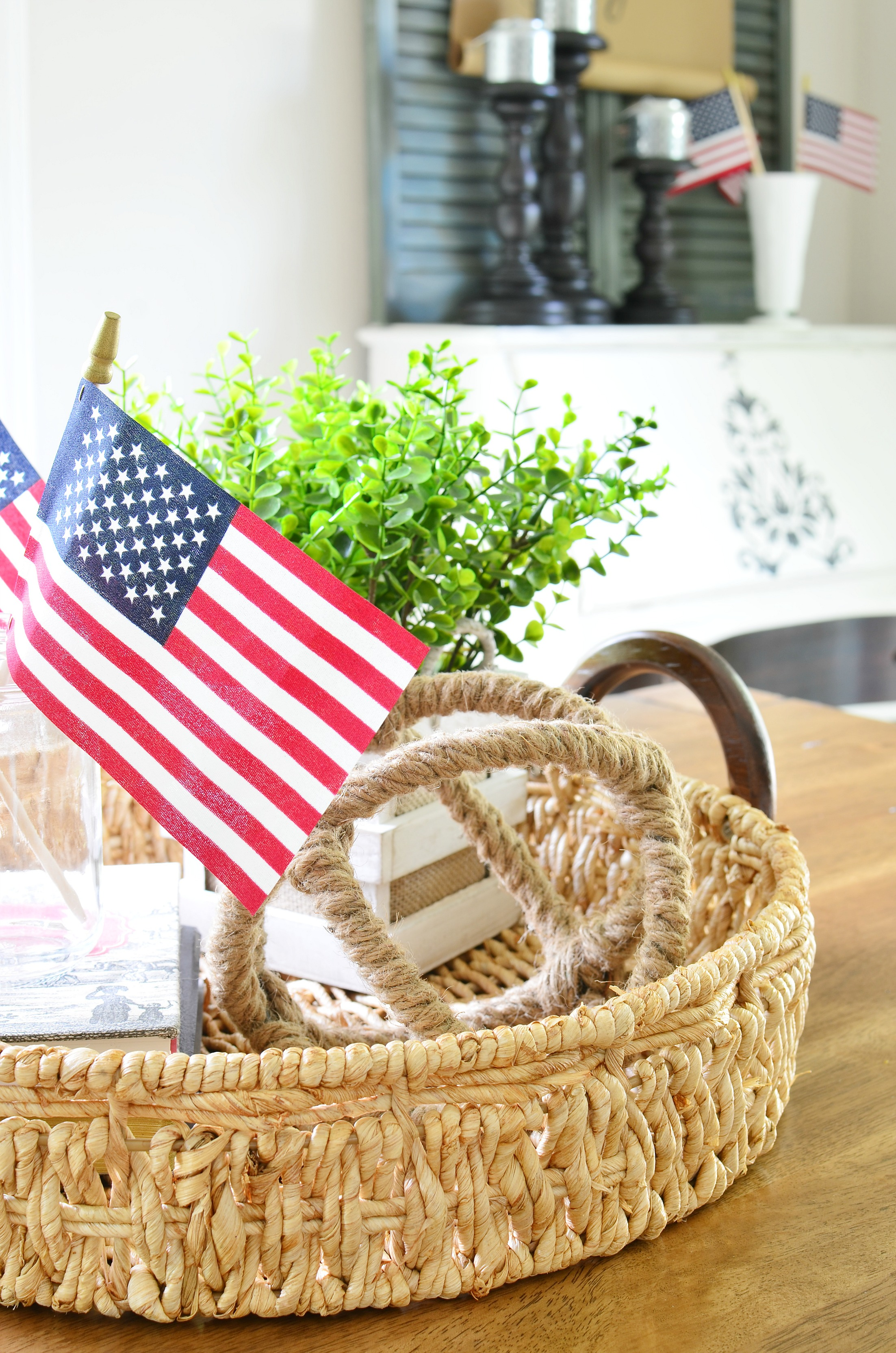 Five simple ways to add patriotic decor to your home for Patriotic home decorations
